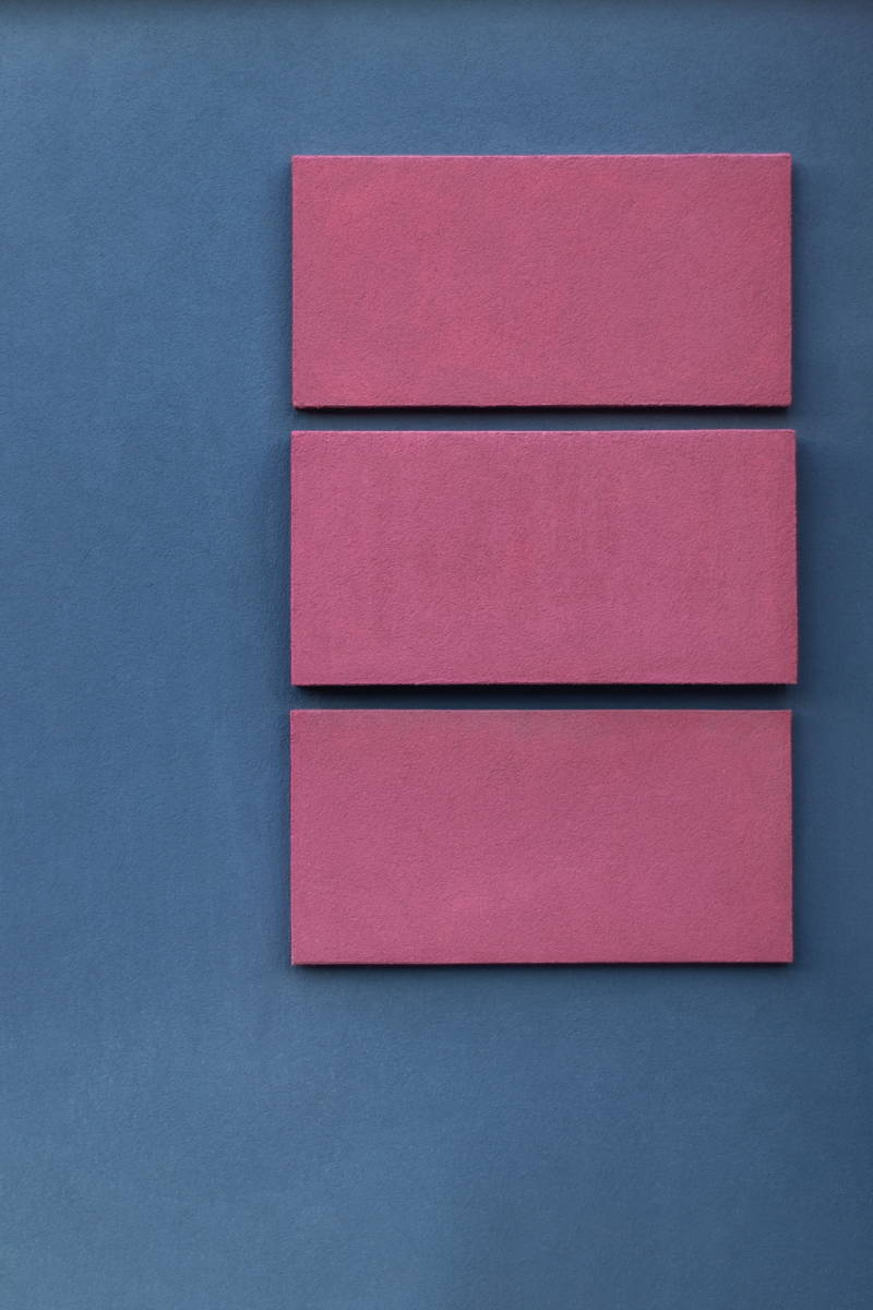 Blue wall with pink lines